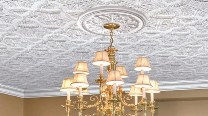 Потолочные плитки из пенопласта фото – как выбрать для потолка, чем можно покрасить пенопластовые плиточные покрытия, размеры изделий