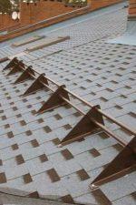Снегозадержатели для мягкой кровли фото – Снегозадержатели на крышу, виды и особенности монтажа