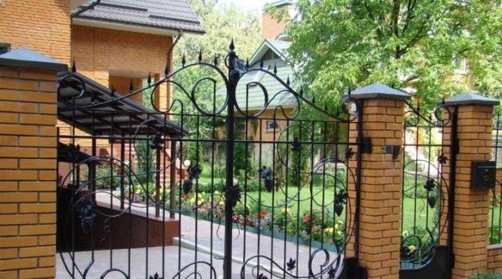 Ворота с крышей – красивые калитки для частного дома и дачи, универсальные въездные модели, виды заборов