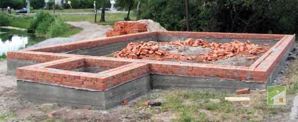 Ленточно-кирпичный фундамент достоинства и недостатки подготовка цементого раствора и технология возведения из кирпича